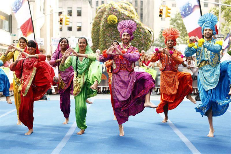 https://g9mediabhangraacademy.ca/wp-content/uploads/2018/02/Bhangra-Costumes.jpg